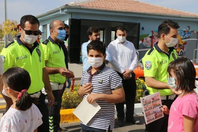 Fahri Trafik Polisleri Görev Başında Urfa Haber
