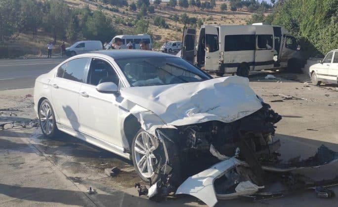 İşçi Servisi kaza yaptı 15 kişi yaralandı Urfa Haber