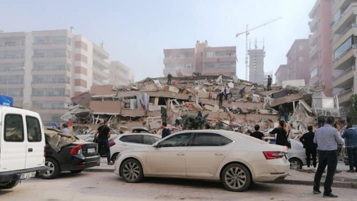 izmir'de deprem; Bazı binalar yıkıldı Urfa Haber