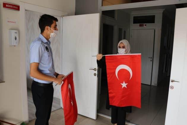 Karaköprü İlçesinde Esnafa Türk Bayrağı Dağıtıldı Urfa Haber