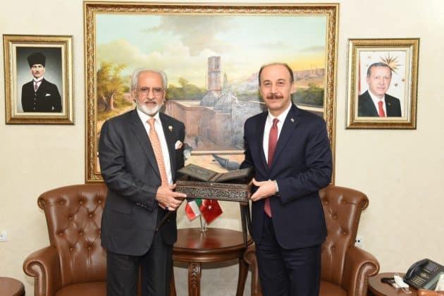 Kuveyt BüyükelçisiEl Zawawi, Vali Abdullah Erin'i makamında ziyaret etti Urfa Haber