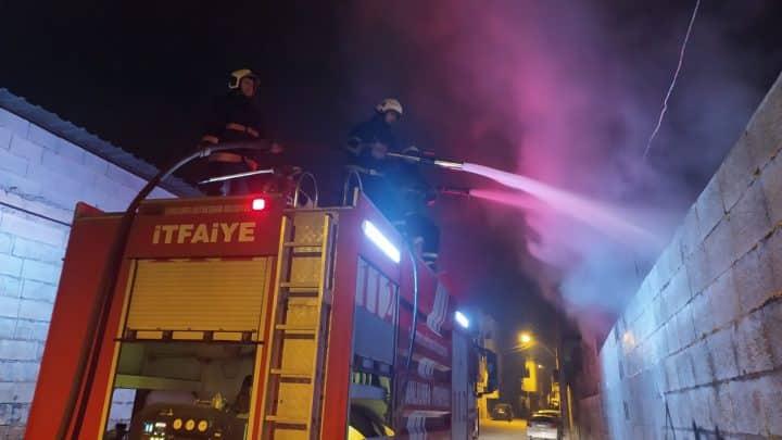 Hurda deposunda korkutan yangın  Urfa Gündemi