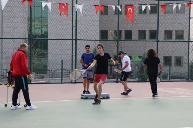 Geleceğin şampiyon tenisçileri yetişiyor Urfa Haber