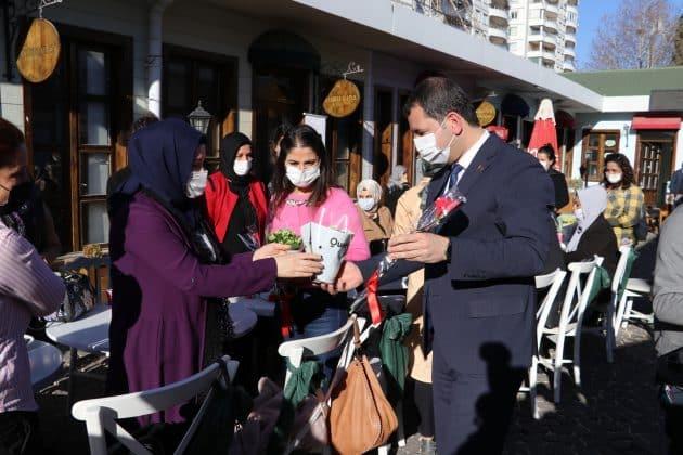 Başkan Baydilli'den personel kadınlara jest