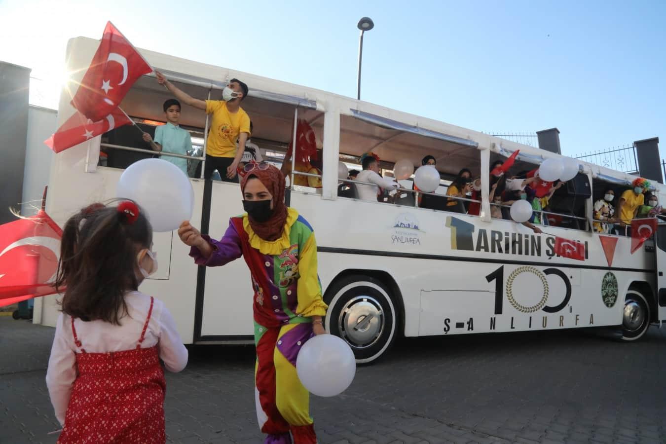 Büyükşehir Ve Gönüllü Palyaçolardan 23'nisan'a Özel Etkinlik