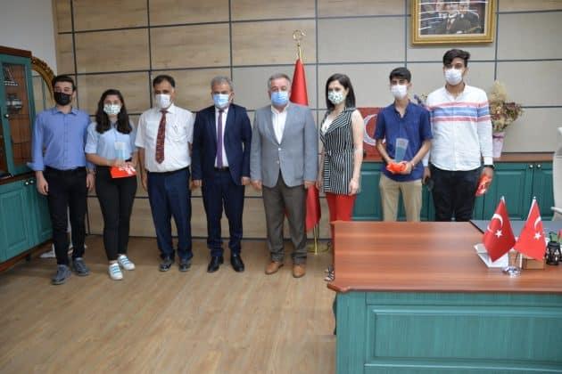 İl Milli Eğitim Müdürlüğü  TÜBİTAK Türkiye Birincisi Öğrencilerini kabul etti.